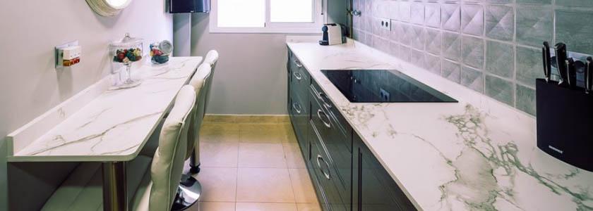 Encimeras de cocina: tipos y materiales que deberías de tener en cuenta | Cocinas en Sevilla